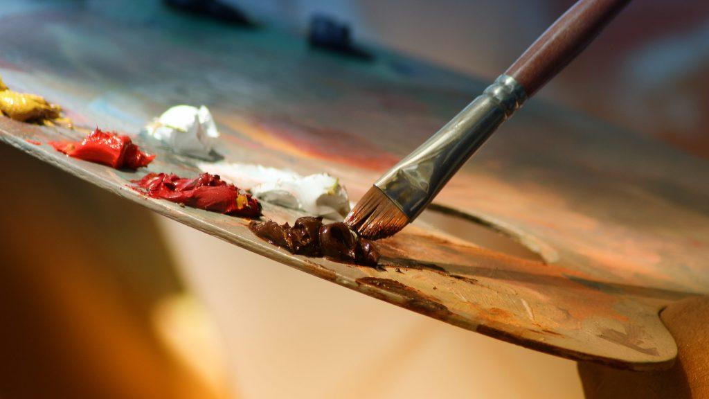 Pinsel, Palette und Acrylfarben