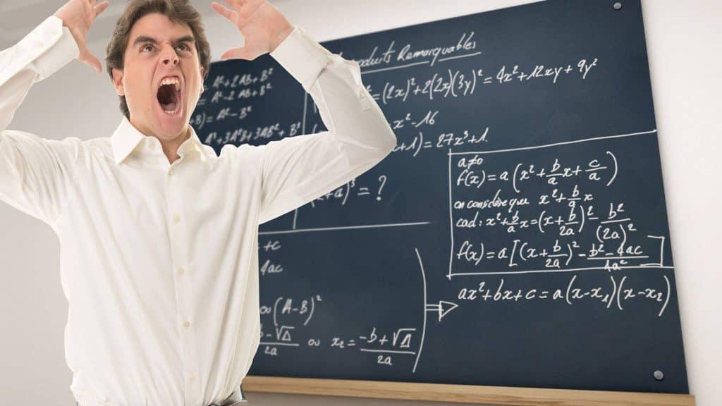 Ein wütender Lehrer im Klassenraum. Foto: Frank Boston