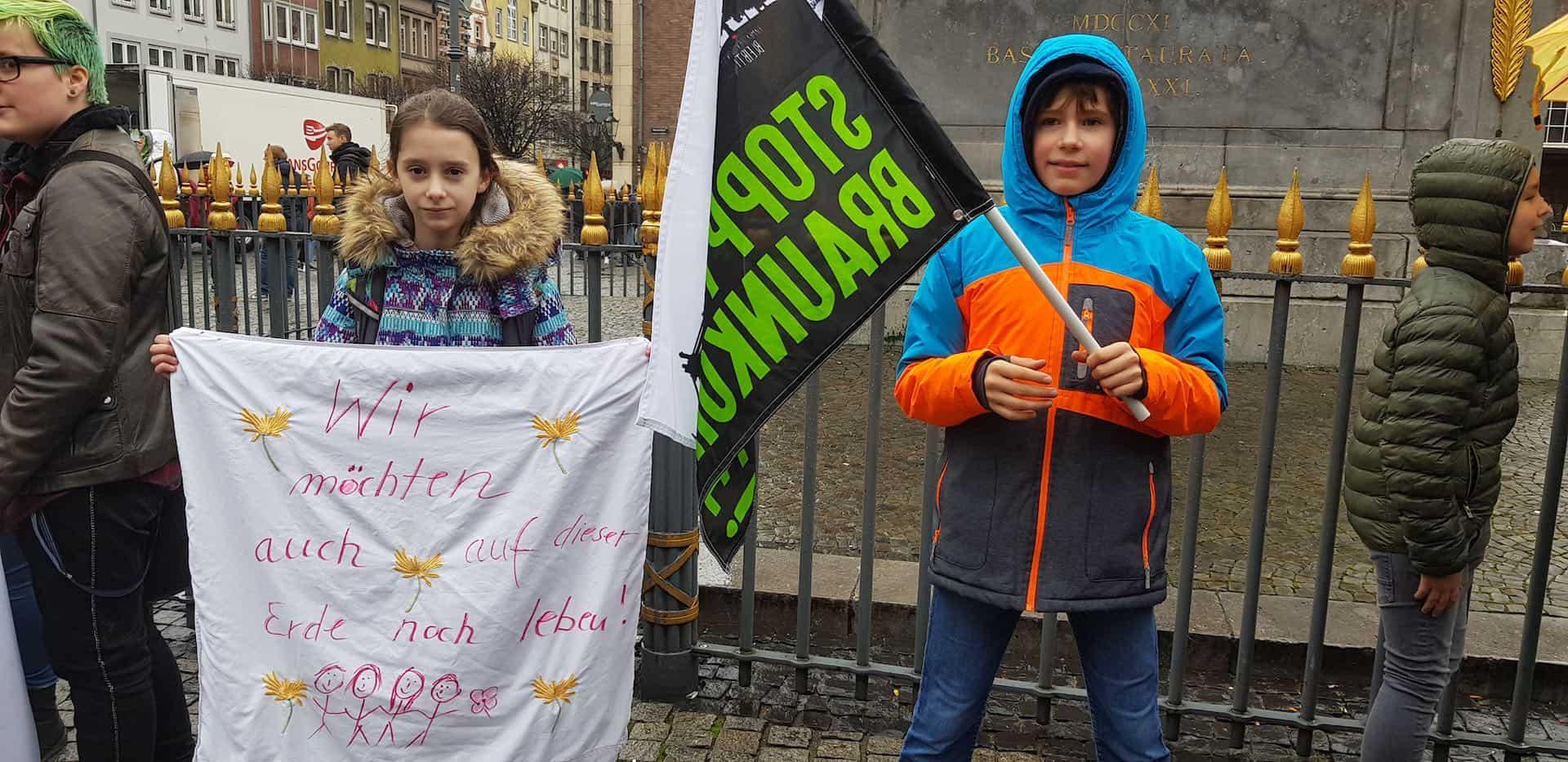 Zwei junge Demonstranten (c) Emma Kadach
