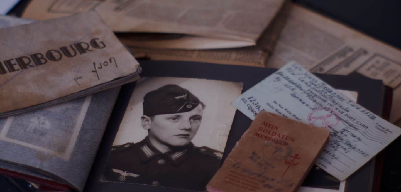 Alte Dokumente auf einem Tisch (c) Conrad J. Bornemann