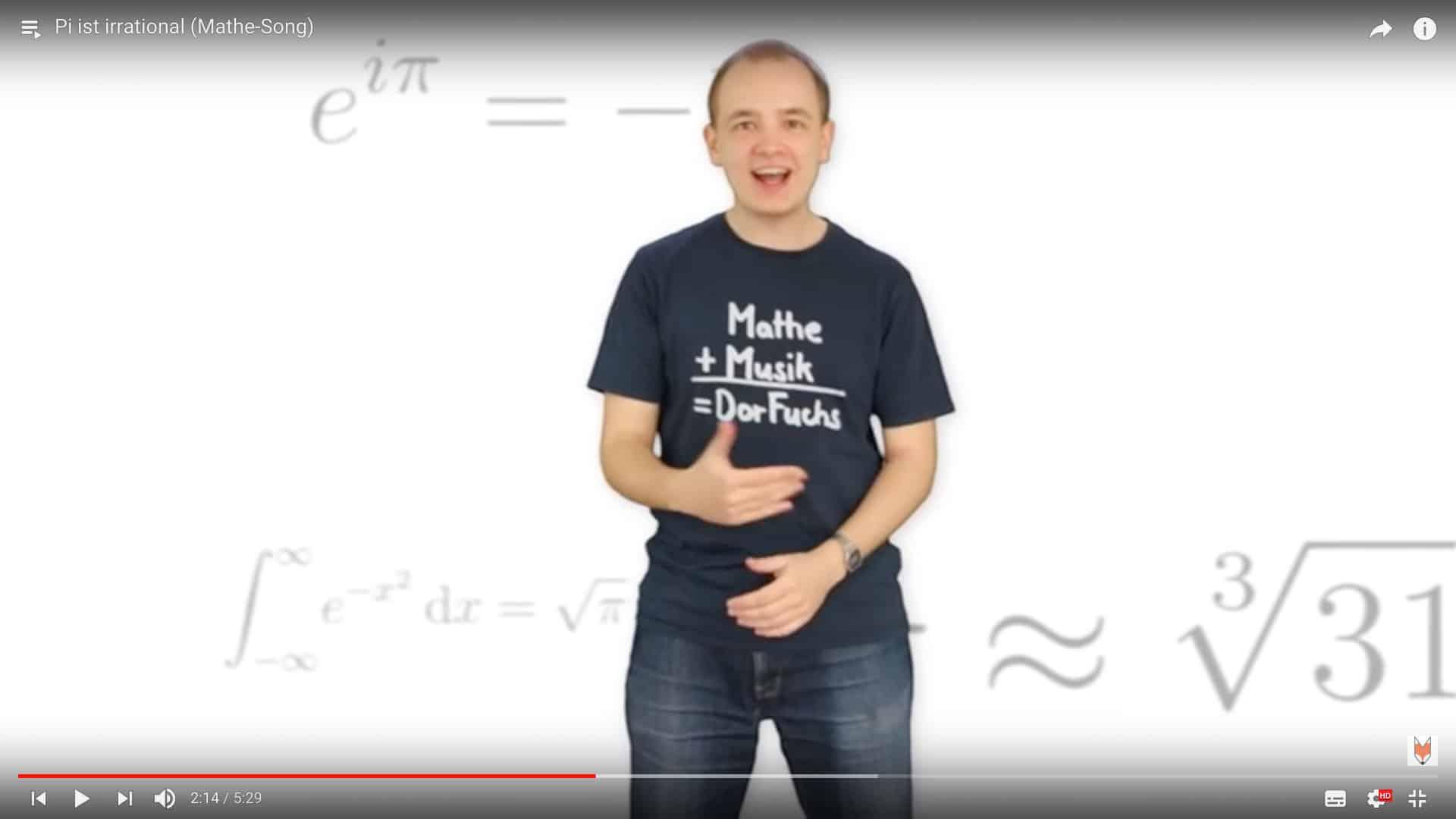 Fröhlich singender Mathestudent