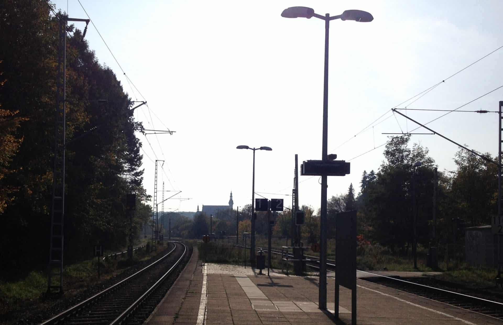 Bahnhof als Symbol für Fernbeziehungen