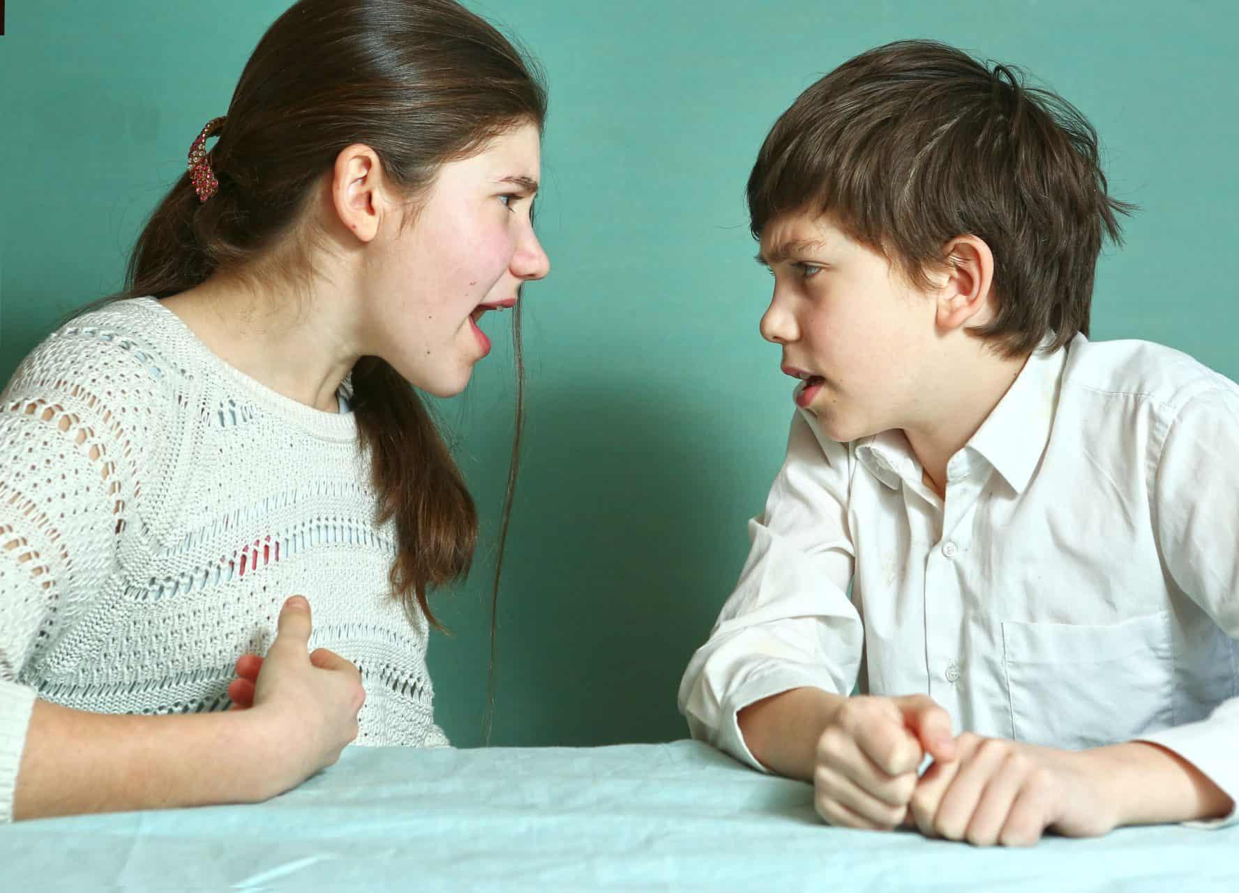 Bruder und Schwester im Streit