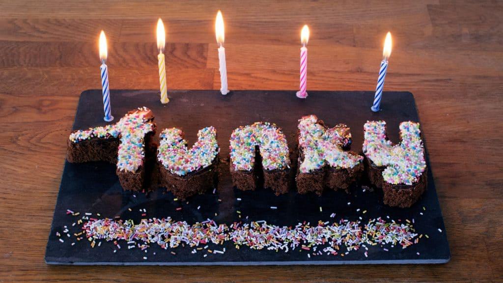 Das Logo aus Kuchen