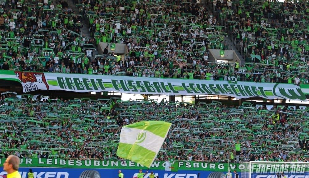Fans des VfL Wolfsburg im Stadion