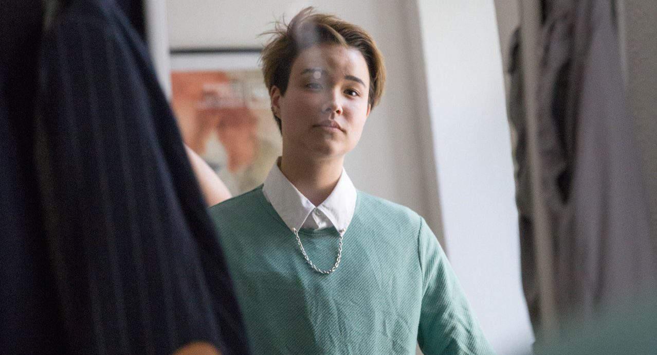 Porträt eines jungen Menschen, der non binary ist