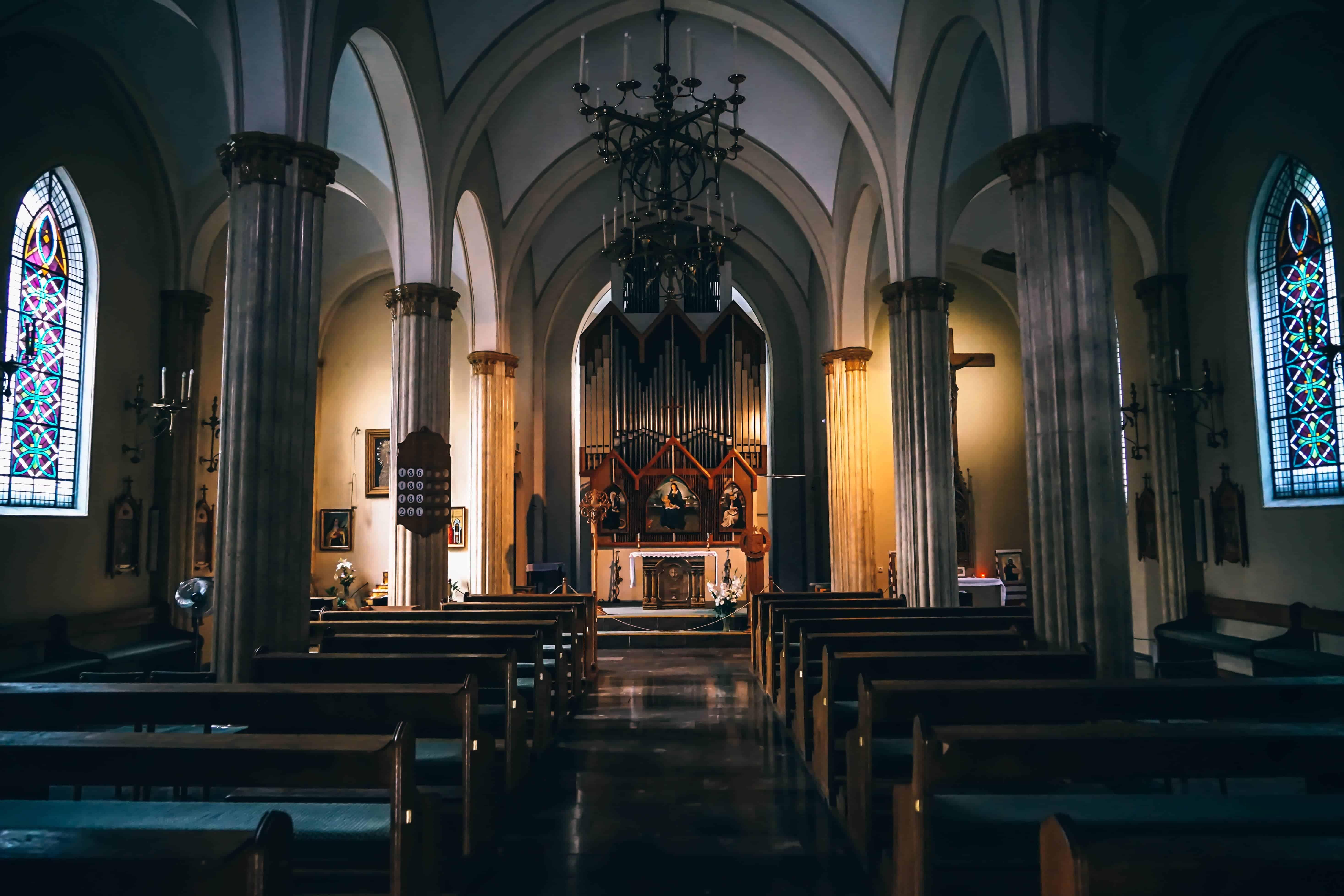 leere Kirche von innen