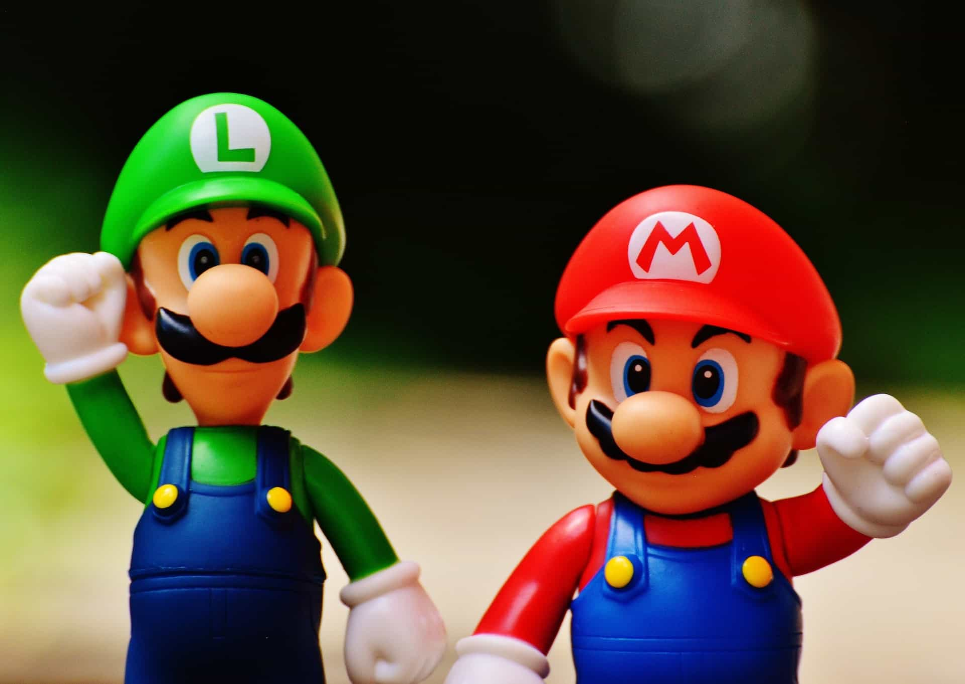 "2 Figuren von ""Super Mario Bros."""