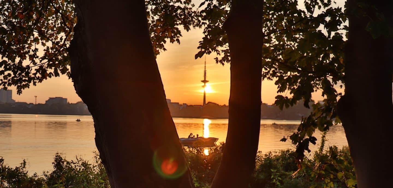 Sonnenuntergang über der Alster in Hamburg