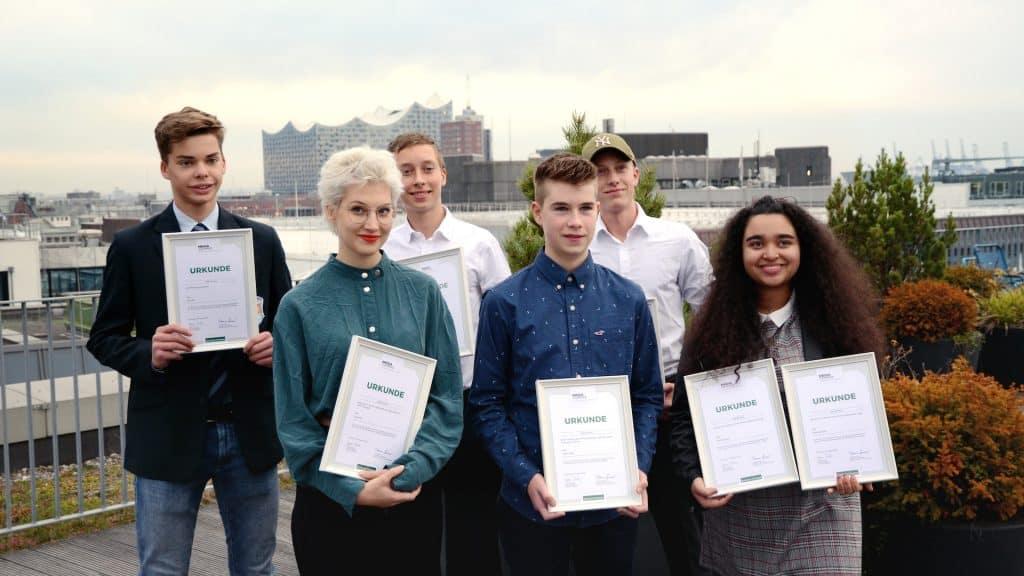 Die sechs Gewinner des Wettbewerbs Schüler machen Zeitung