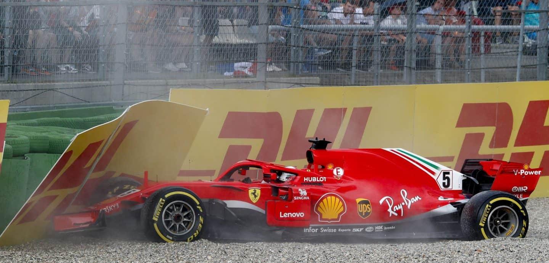Vettel kracht in die Bande