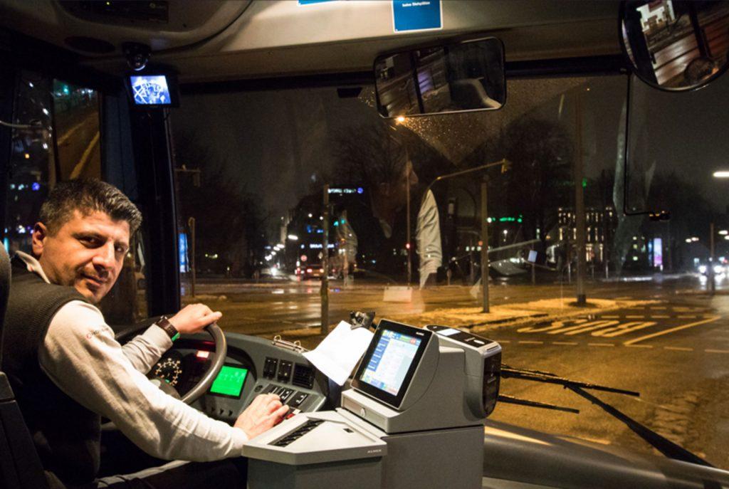 Busfahrer am Steuer (c) Lukas Thiele