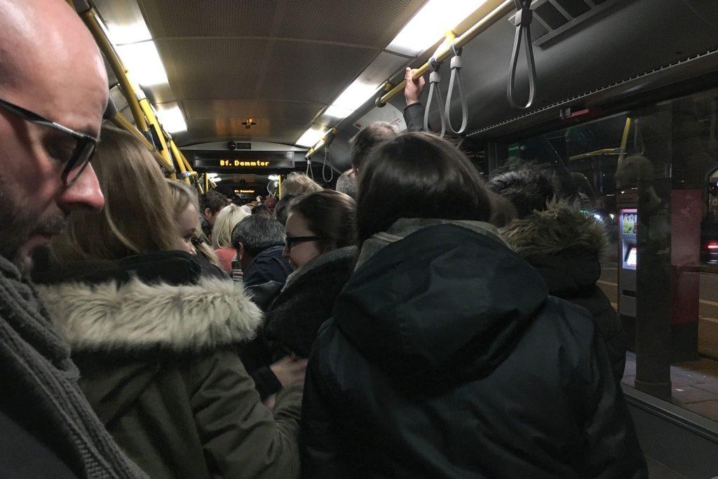 Fahrgäste in einem Bus (c) Lukas Thiele