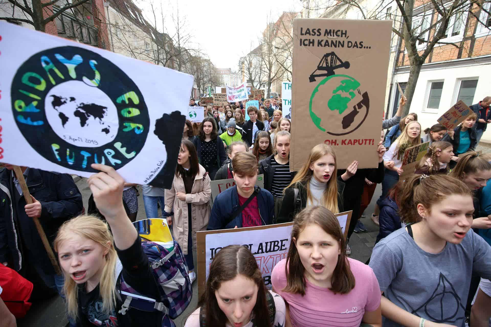Jugendliche demonstrieren für mehr Klimaschutz