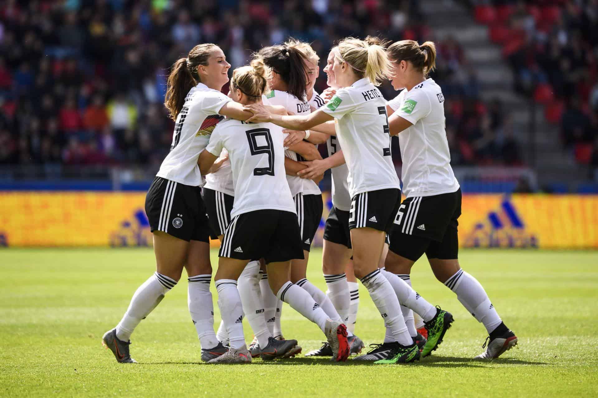Die Frauenfußballerinnen der deutschen Nationalelf. Foto: picture alliance/ Foto Huebner