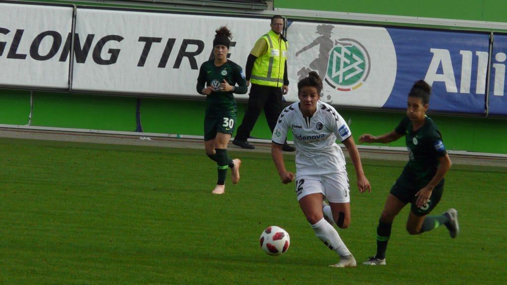 Lena Lotzen (SC Freiburg) im Spiel gegen den VFL Wolfsburg im Oktober 2018