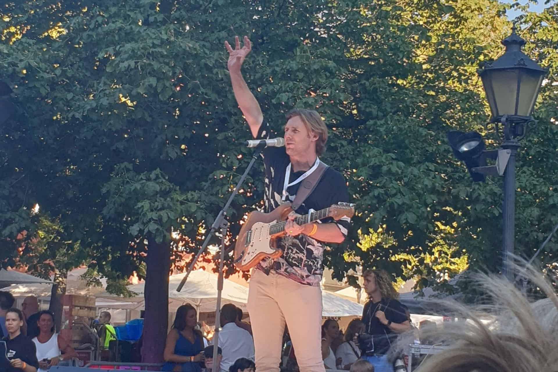 Nick Ferreti auf der Bühne in Erfurt. Foto: Clara Weiland