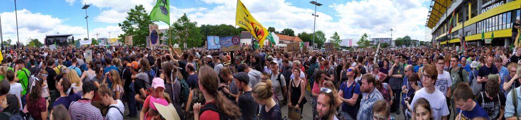 Viele Menschen bei der Demo von Fridays for Future in Aachen