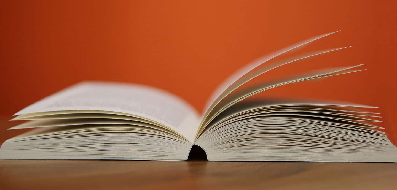 ein aufgeschlagenes Buch