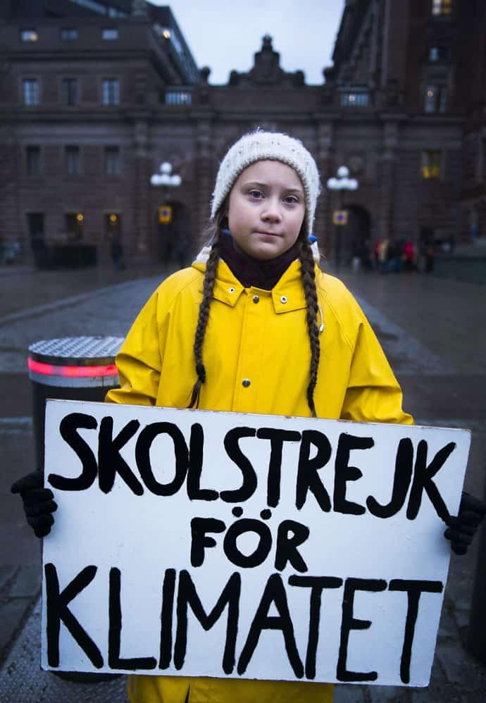 Die schwedische Schülerin Greta Thunberg mit ihrem Plakat
