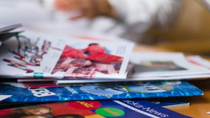 Ein Haufen Schülerzeitungen