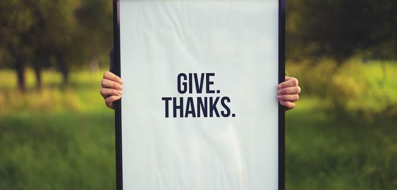Es gibt keine Zeit, die einzusparen ist, wenn man Worte, die sowieso nur fünf Buchstaben haben, auf drei reduziert. Wie Danke.