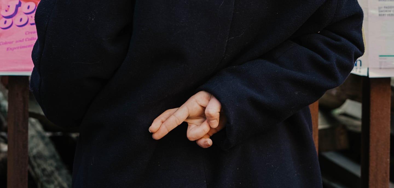 Gekreuzte Finger: Notlügen merkt man nicht immer.