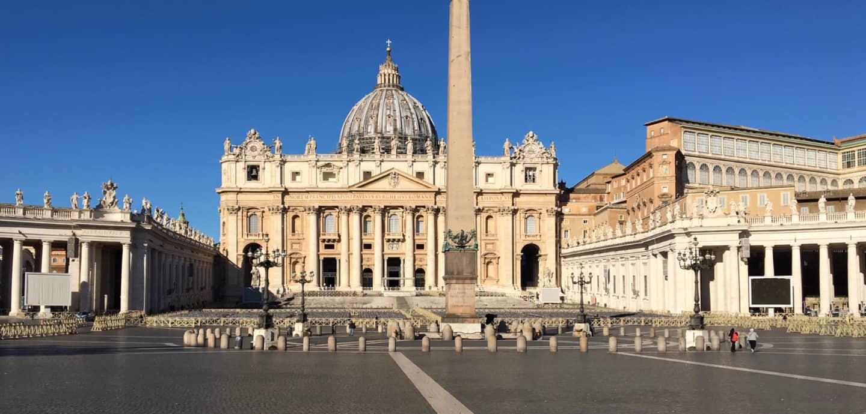 Vor Kurzem waren hier noch überall Touristen: der Petersplatz in Rom an einem Vormittag im März 2020.