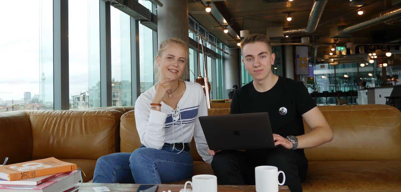 Mit der Unterstützung seiner Eltern und seiner Freunde gründete Ben Düring (rechts) vergangenes Jahr das Unternehmen TagTig.io.