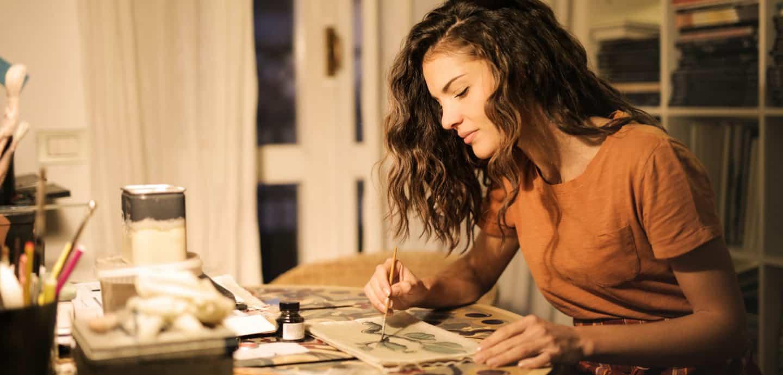 """""""Stay home"""" ist der Ausdruck der Stunde. Doch damit ihr nicht vor Langeweile eingeht, haben wir Tipps gesammelt."""