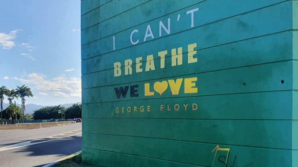 Auf Guadeloupe erstellte ein Künstler ein Graffiti zu Ehren George Floyds. Auch Straßenproteste fanden statt.