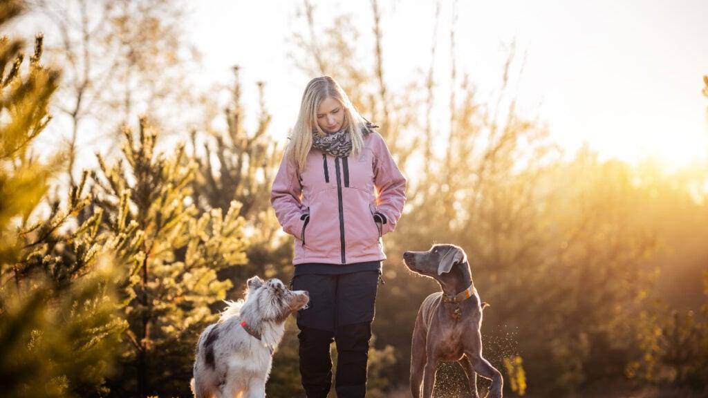 Jasmin Nitezki mit ihren Hunden