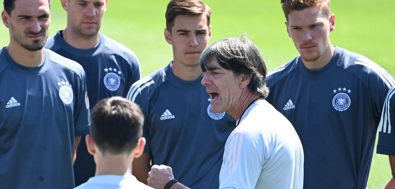 Jogi Löw feuert seine EM-Nationalmannschaft an