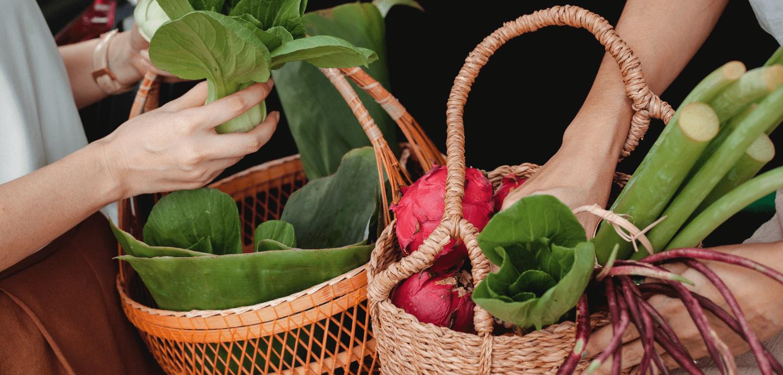 Der vegane Lebensstil hat in den letzten Jahren erheblich an Beliebtheit gewonnen. Mit diesen fünf Tipps ist der Umstieg kein Problem mehr!