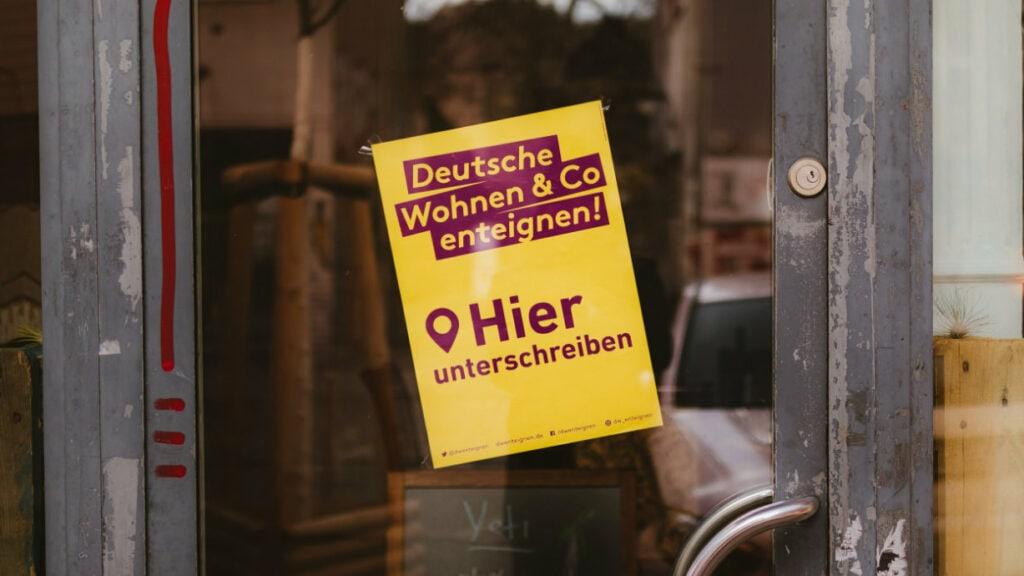 Schild der DW Enteignen Kampagne