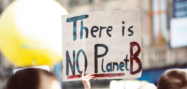 Plakat mit der Aufschrift: